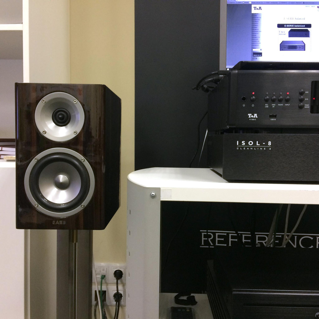 Music receiver R 1000 E от T+A в связке c Acoustic Energy Reference 1